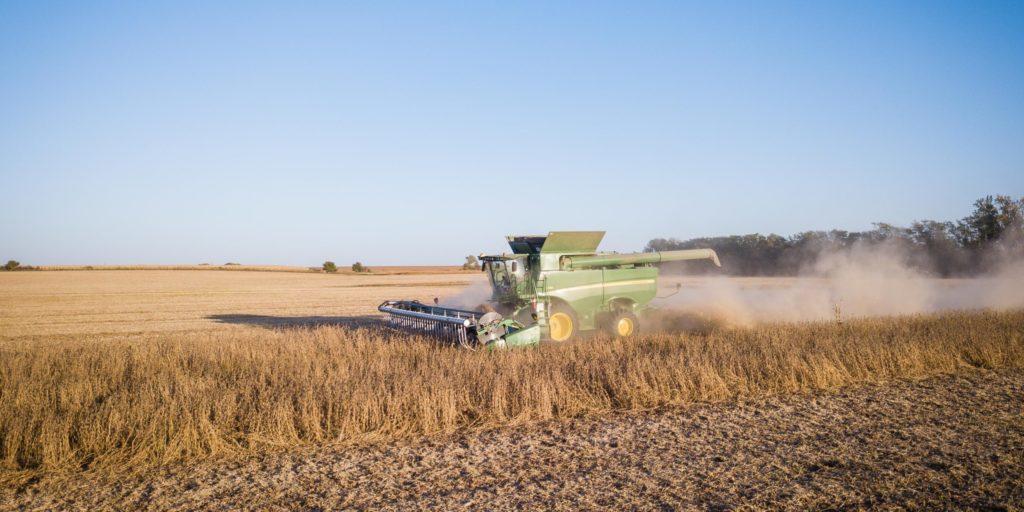 tracteur dans champs
